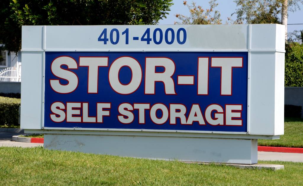 phoenix self storage auction service